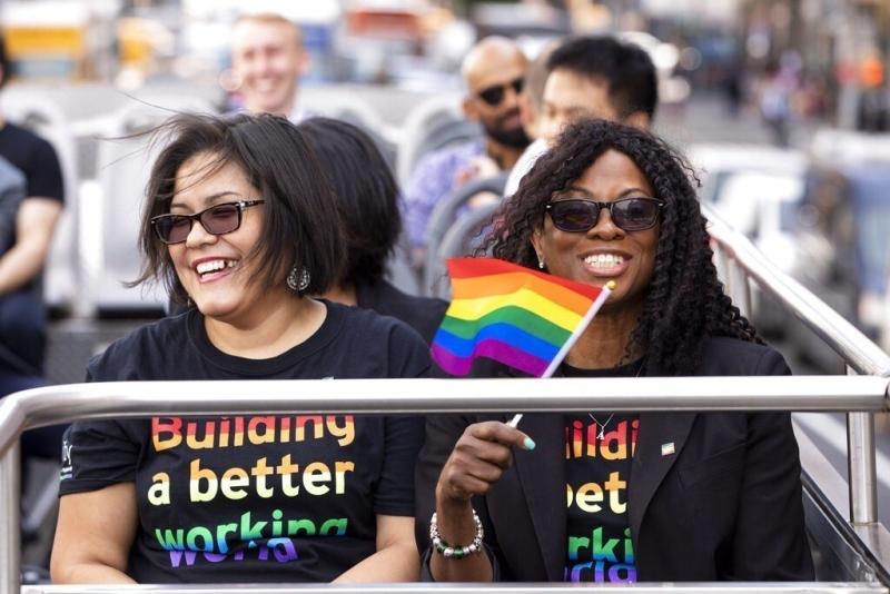 厄瓜多爾憲法法院批准給予兩對同性伴侶結婚權,被視為在南美洲國家爭取擴大同性戀權利的里程碑。AP