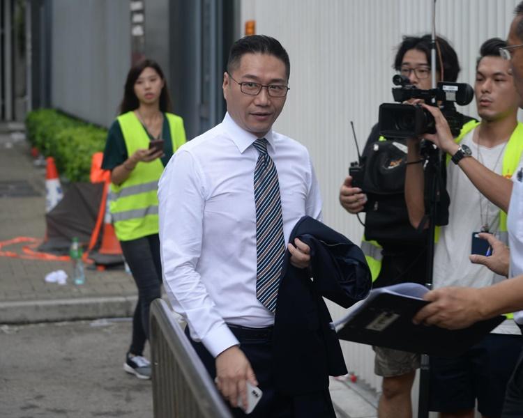 邵家輝早上返回立法會大樓。