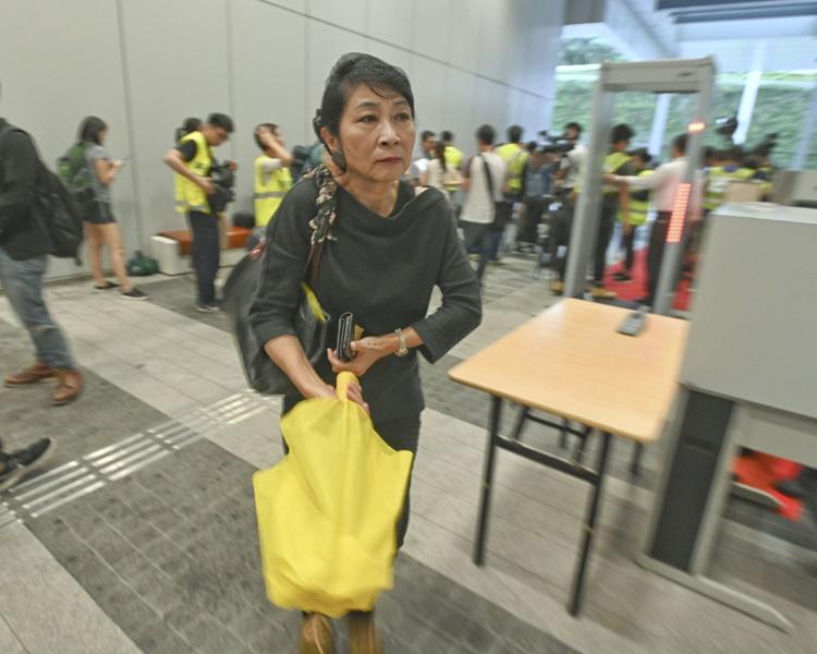 毛孟靜今早返回立法會大樓。
