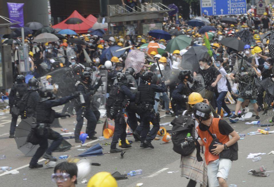 聲明指憂慮警方在衝突中採取過度武力。