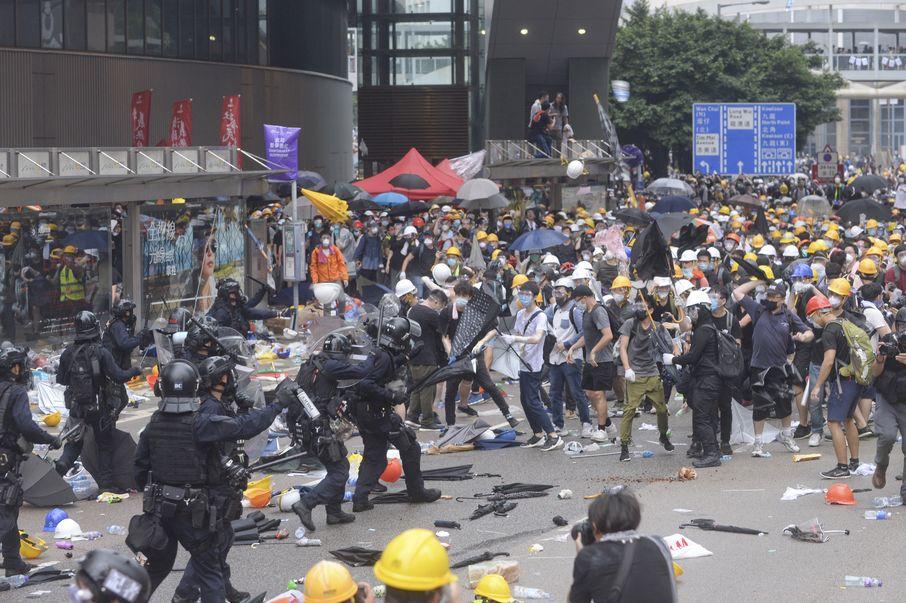 大律師公會表示嚴重關注警方向手無寸鐵示威者使用非必要武力。
