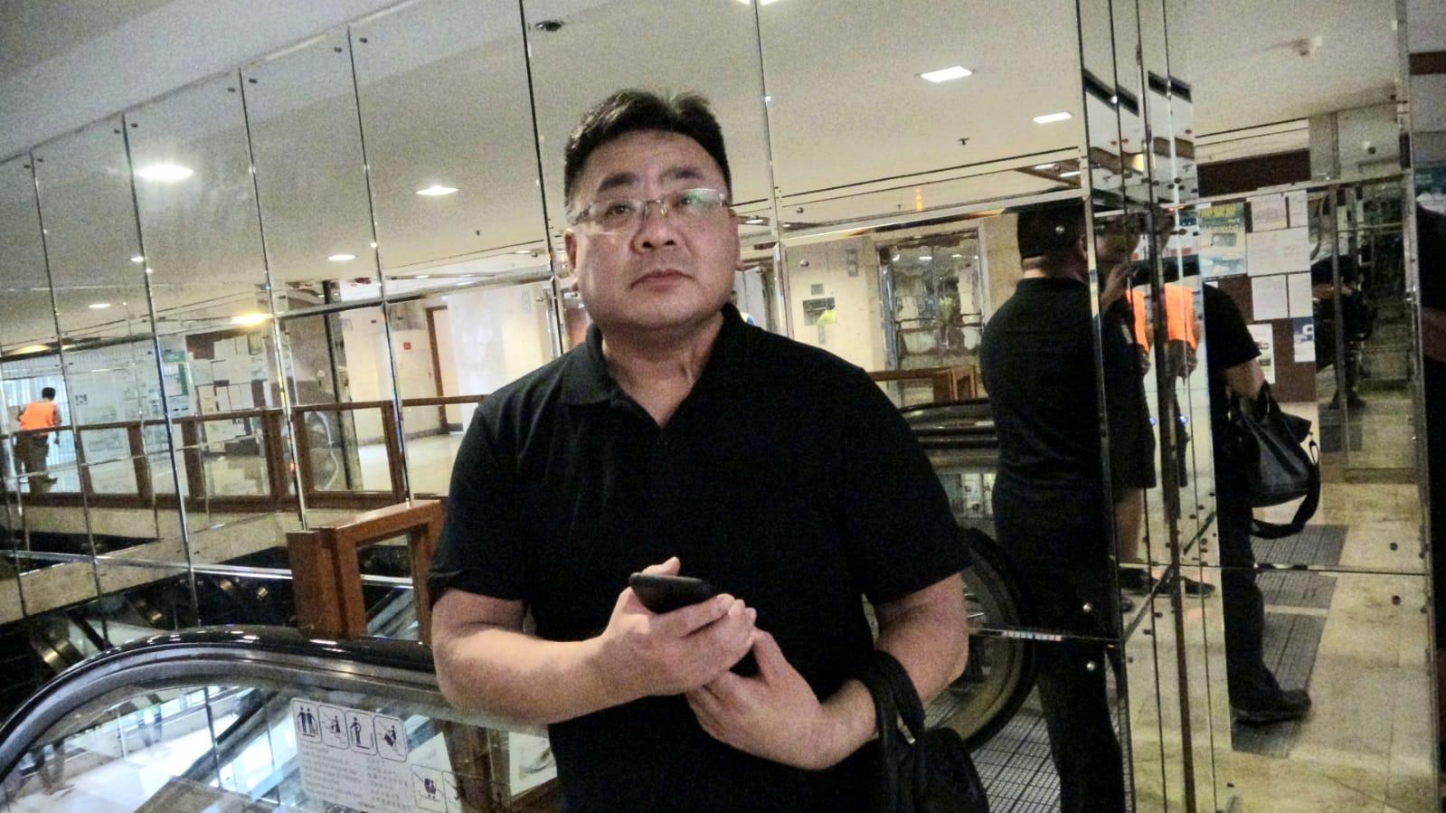 陳先生大呻事務處關閉十分不便。