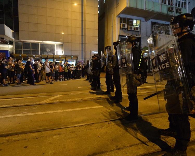 多名在台灣的升學的學生譴責港府暴力驅散示威者。