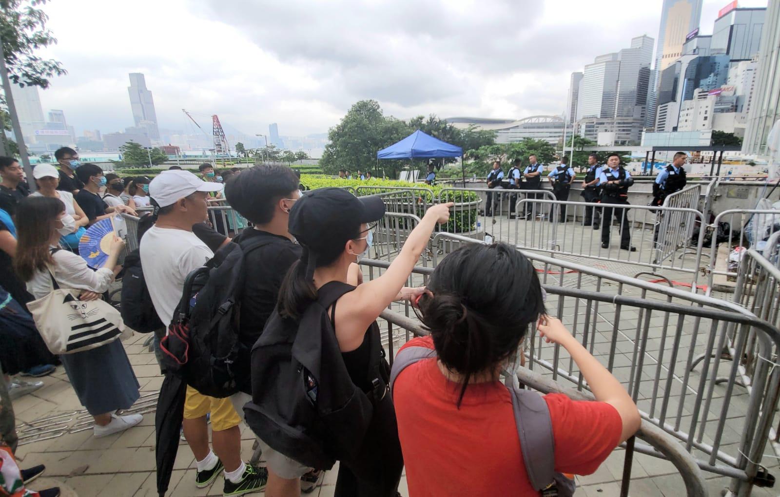 有部分市民在場辱罵及挑釁警員。