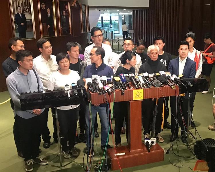 15名民主派議員要求與行政長官林鄭月娥對話。