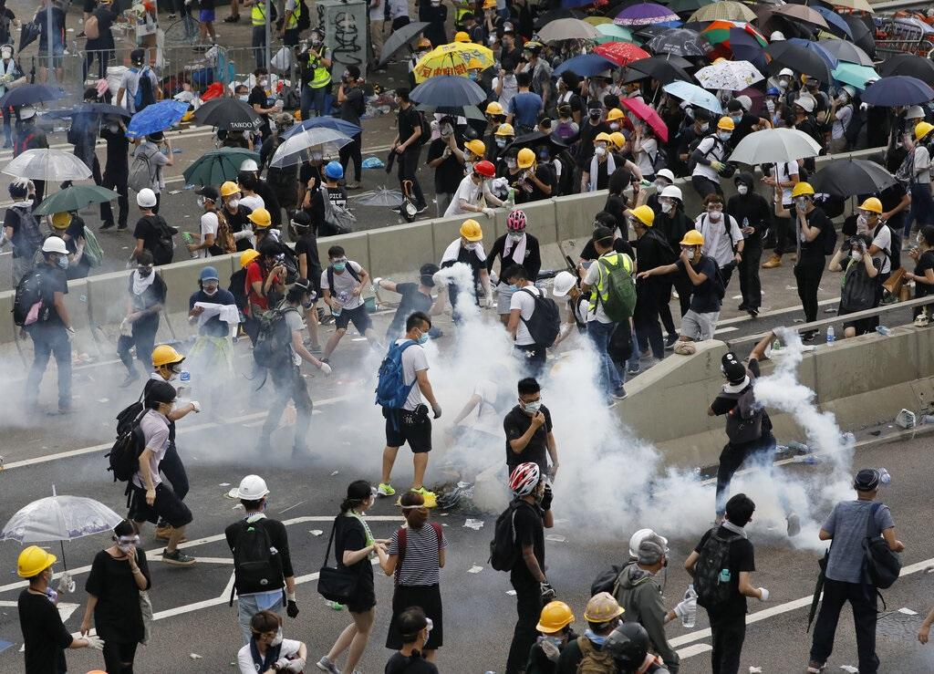 有傳媒在示威現場被阻攔。AP圖片