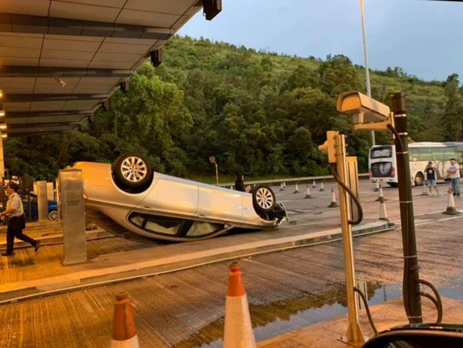 私家車失事。馬路的事討論區Sam Kwong圖片