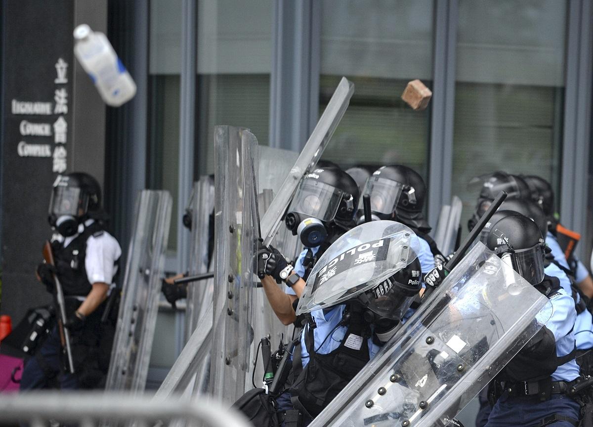 警方重申示威者暴力衝擊才使用武力驅趕。資料圖片