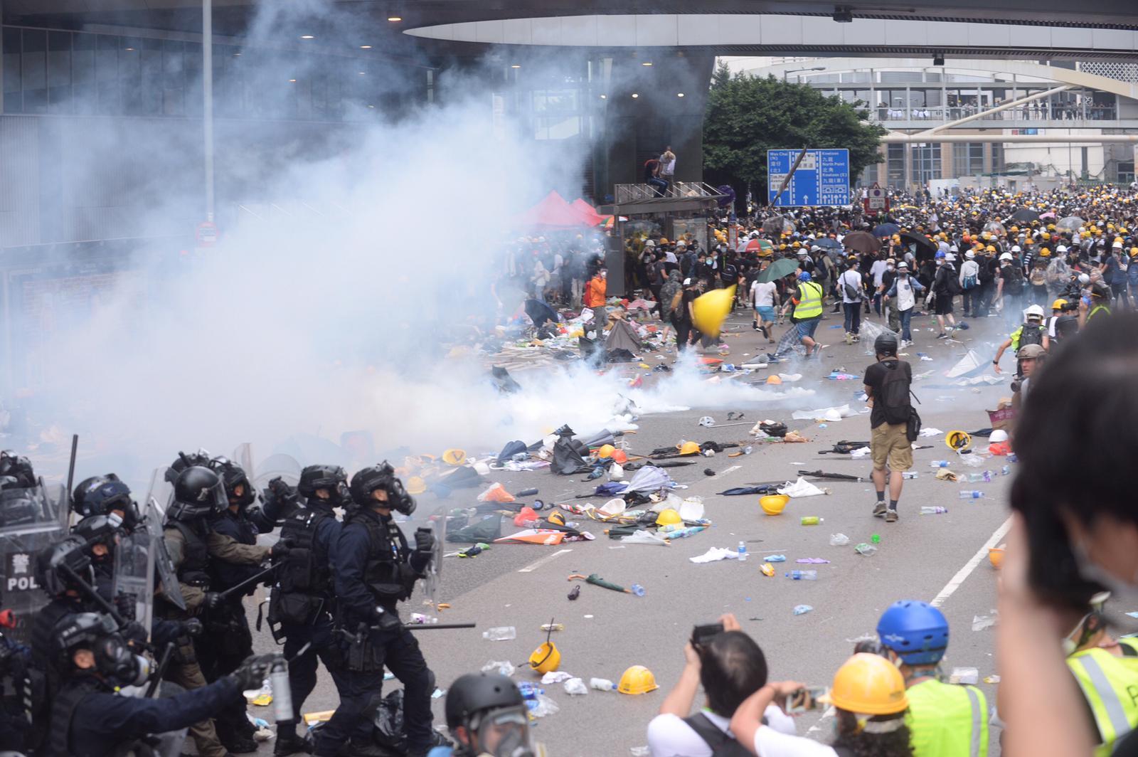 文章认为要用和平理性守护香港繁荣稳定。资料图片