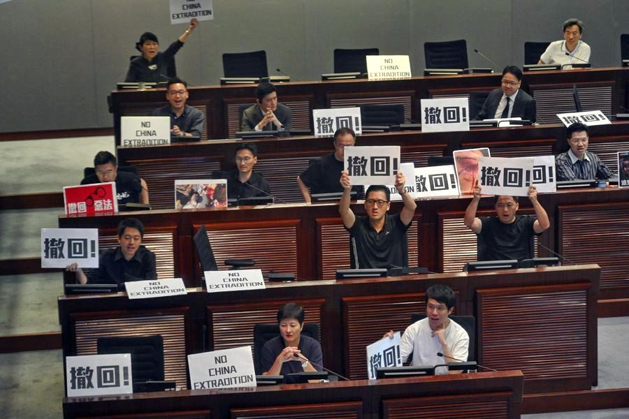 泛民明言周日仍要以遊行施壓。