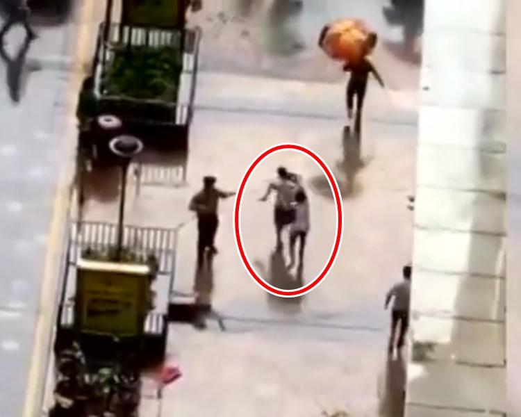 一名男子抱起男童子冲至路边拦下一辆私家车将男童送院抢救网图
