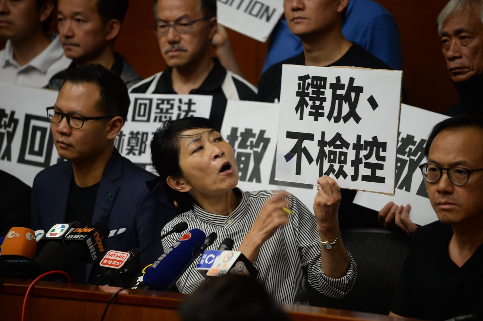 毛孟静强调「林郑不撤回,香港人不撤退」。