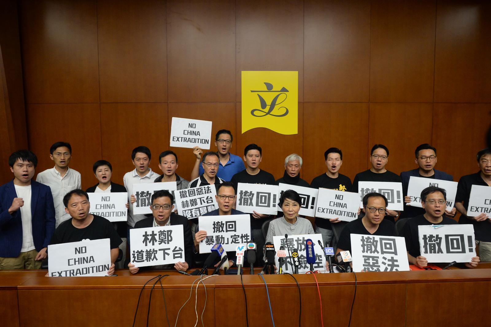 泛民会见传媒时强调四个诉求。