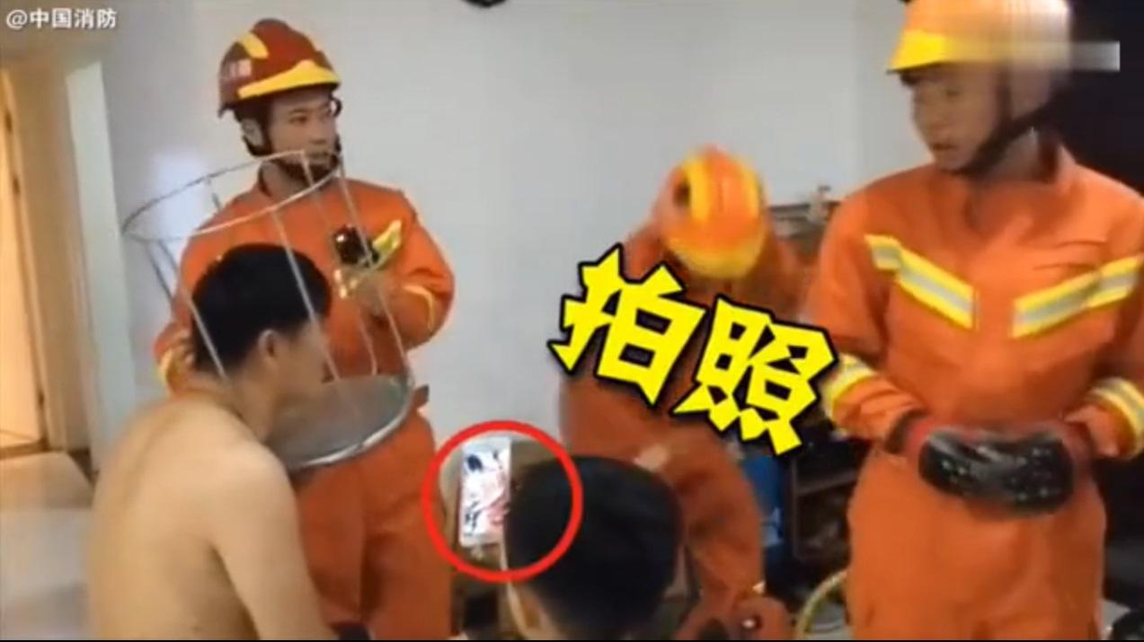 山東一名父親頭部卡住凳消防解救。網上圖片