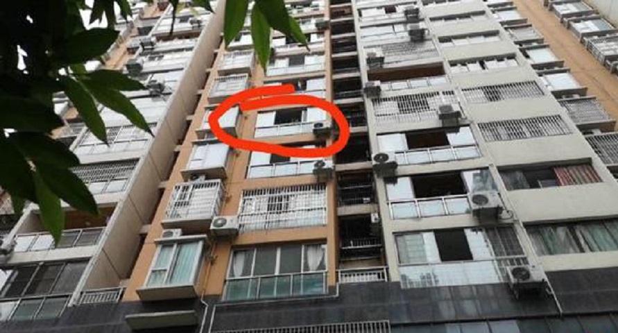 1岁婴儿惨遭丢落楼惨死。网上图片