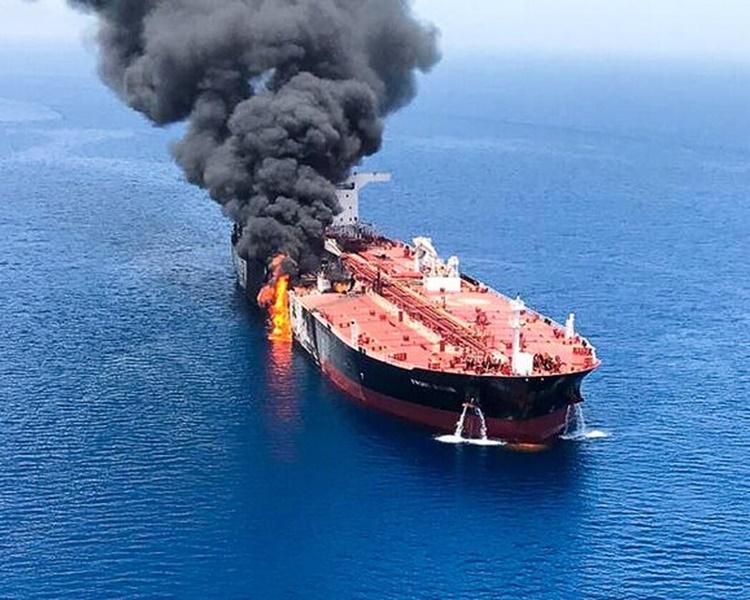 两艘运油轮周四在阿曼湾遭受袭击。资料图片