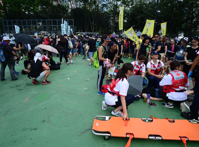 有人身體不適,需要救護員協助。