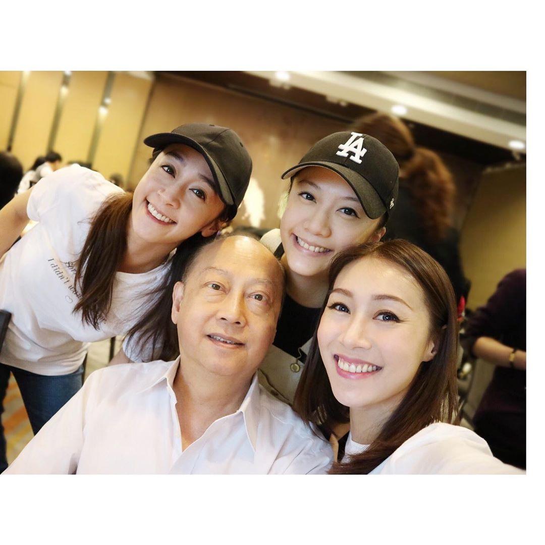 黃心妙在IG貼出與姊妹們為爸爸慶祝父親節的照片。 黃心妙IG圖片