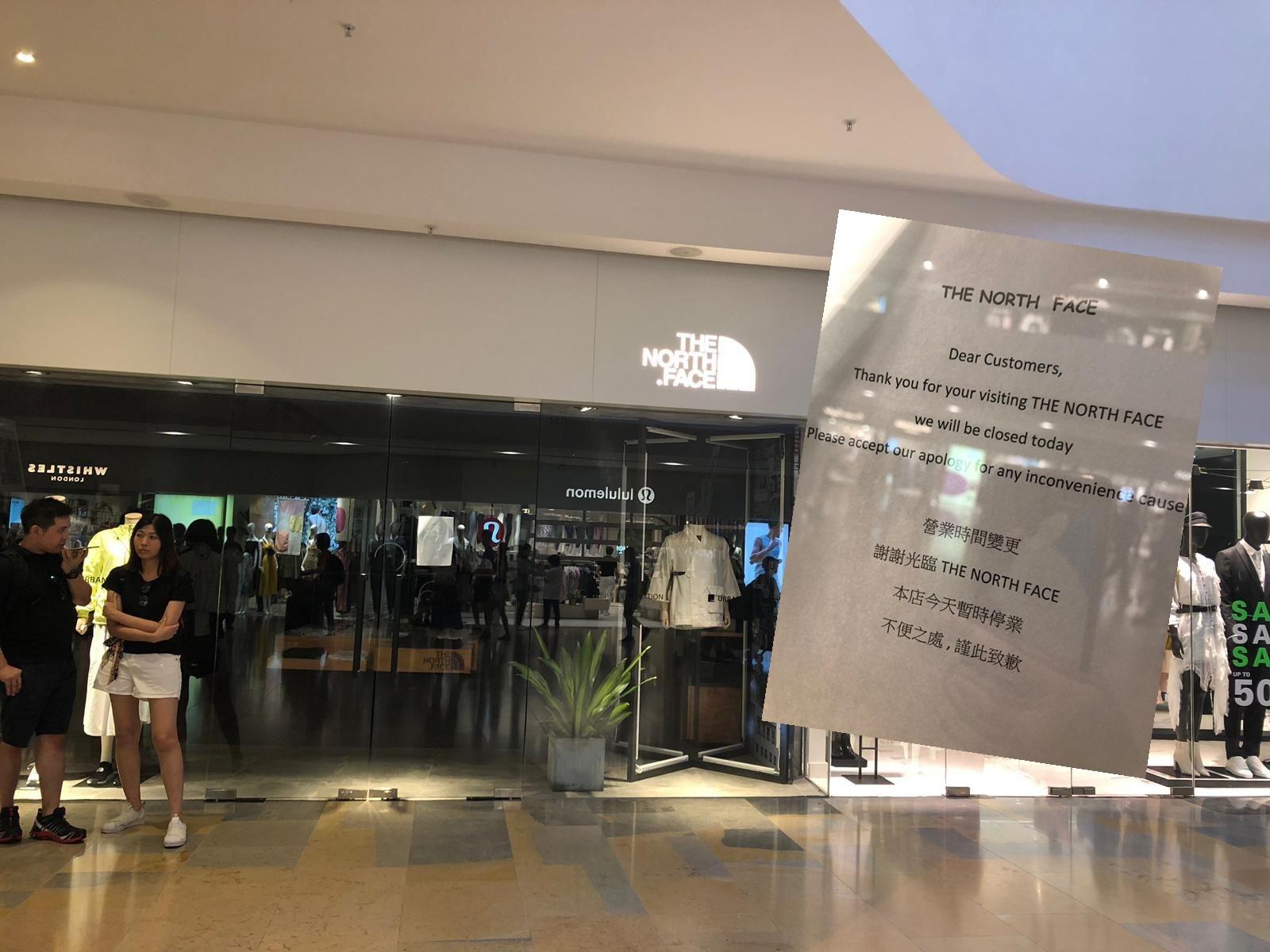 在金鐘太古廣場內,不少店鋪亦已暫停營業。