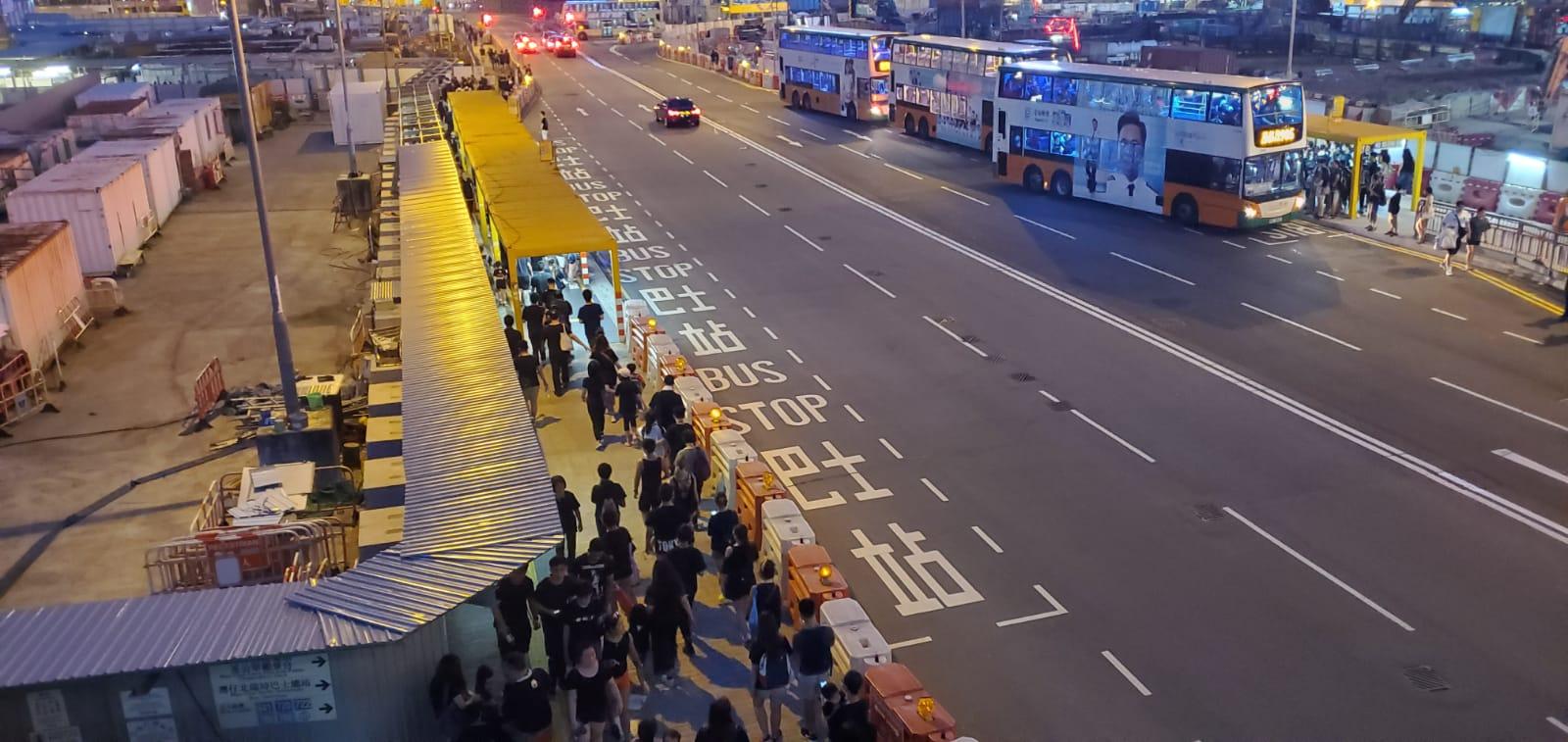 灣仔鴻興道與紅隧港島入口暫時情況正常。