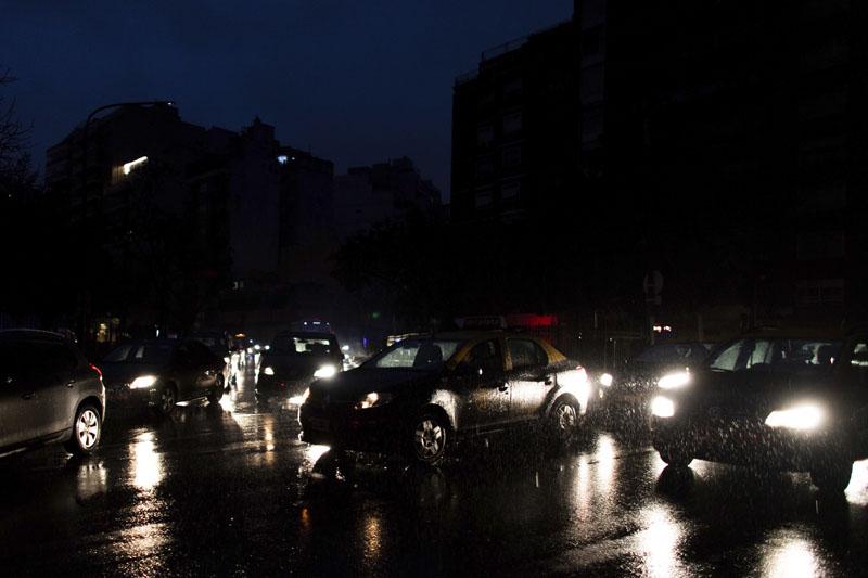 阿根廷及乌拉圭大规模停电,超过四千万人受影响。
