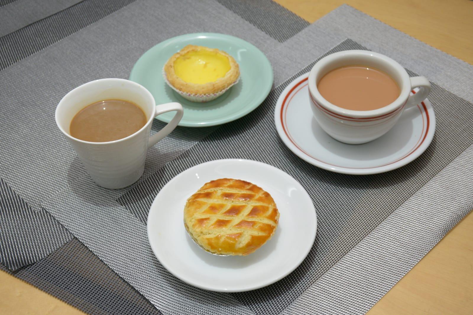 早餐和下午餐食雞批和蛋撻,各配一杯飲品,反式脂肪攝入已達每日上限一半。
