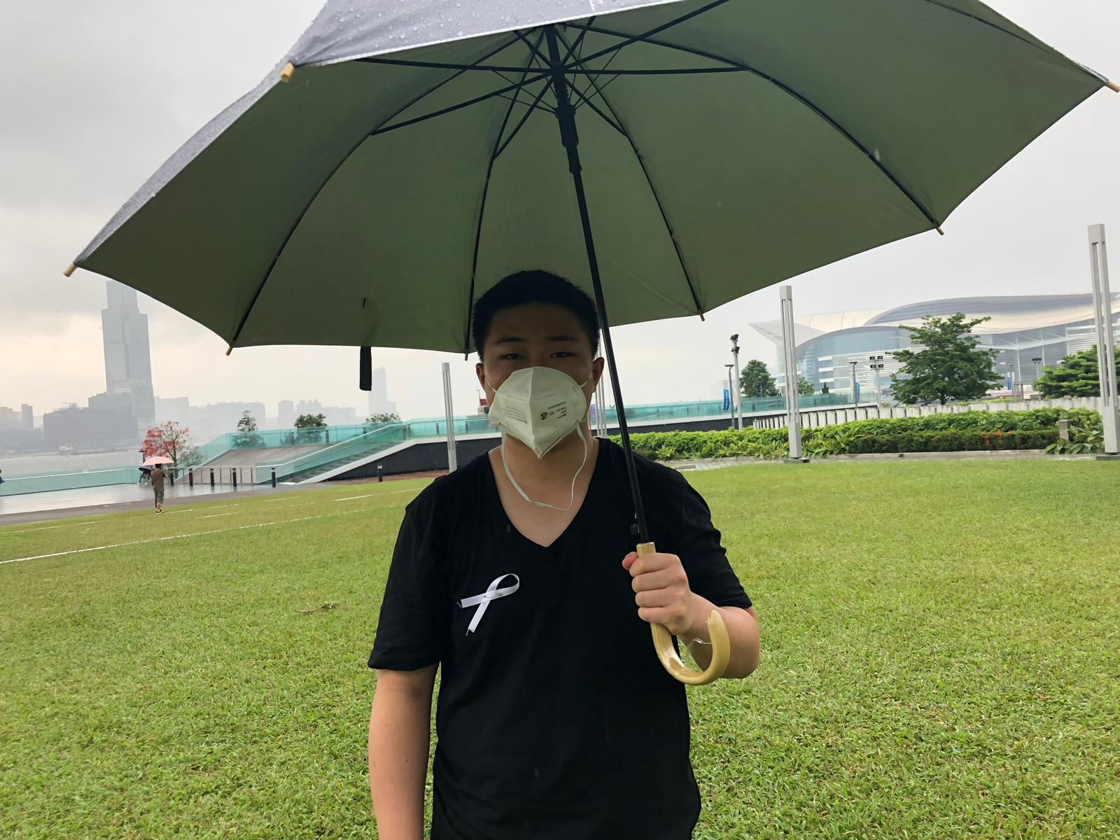 李同學表明會一直罷課直至政府撤回修例。