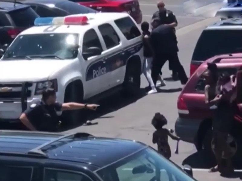 美国亚利桑那州凤凰城发生针对一家四口的警察滥权事件,市长致歉。(网图)
