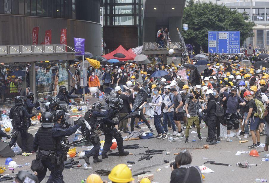 金鐘「6.12」的警民衝突造成多人受傷。