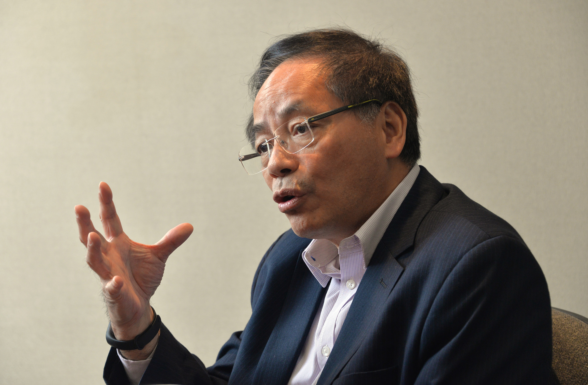 葉國謙表示,林鄭月娥會面時就推行修訂工作的不足而道歉,期間一度表現激動。 資料圖片