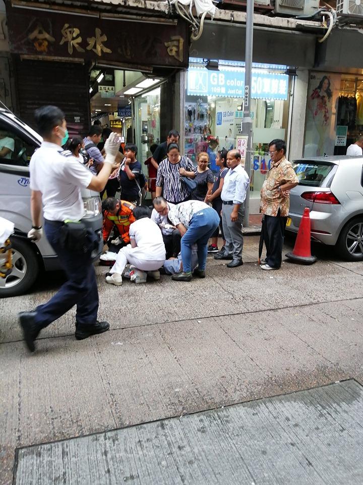 有診所的醫生及護士到場急救。香港突發事故報料區Din Chan