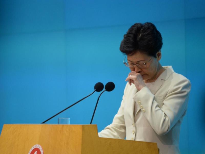 林鄭月娥昨日見記者時未有鞠躬致歉。