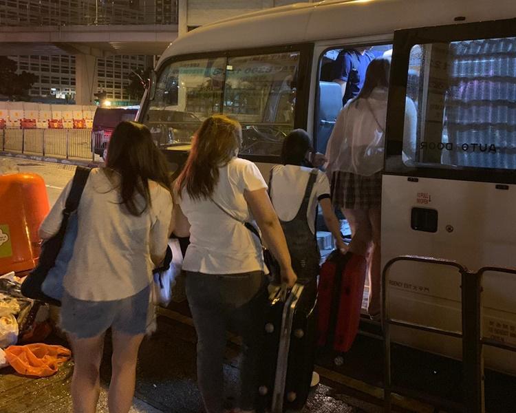 行動共拘捕28名內地女子。圖:警方提供