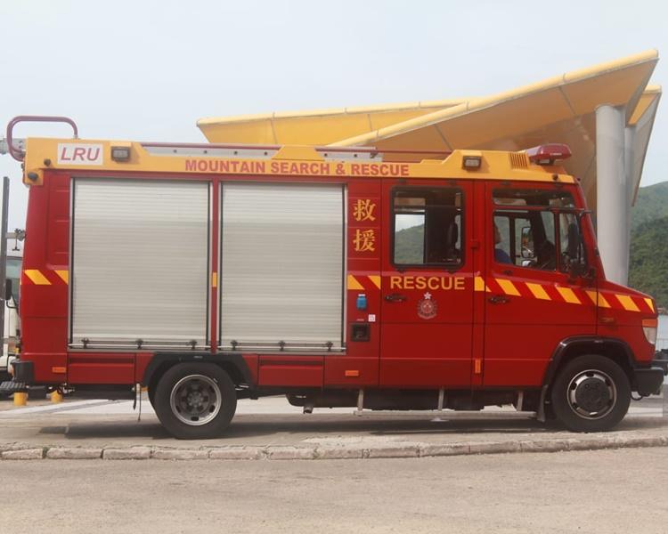 警方及消防展開搜救行動。實習記者蕭愷智攝