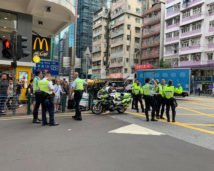 大批警員到場調查。圖:網民Kevin Kwan香港突發事故報料區