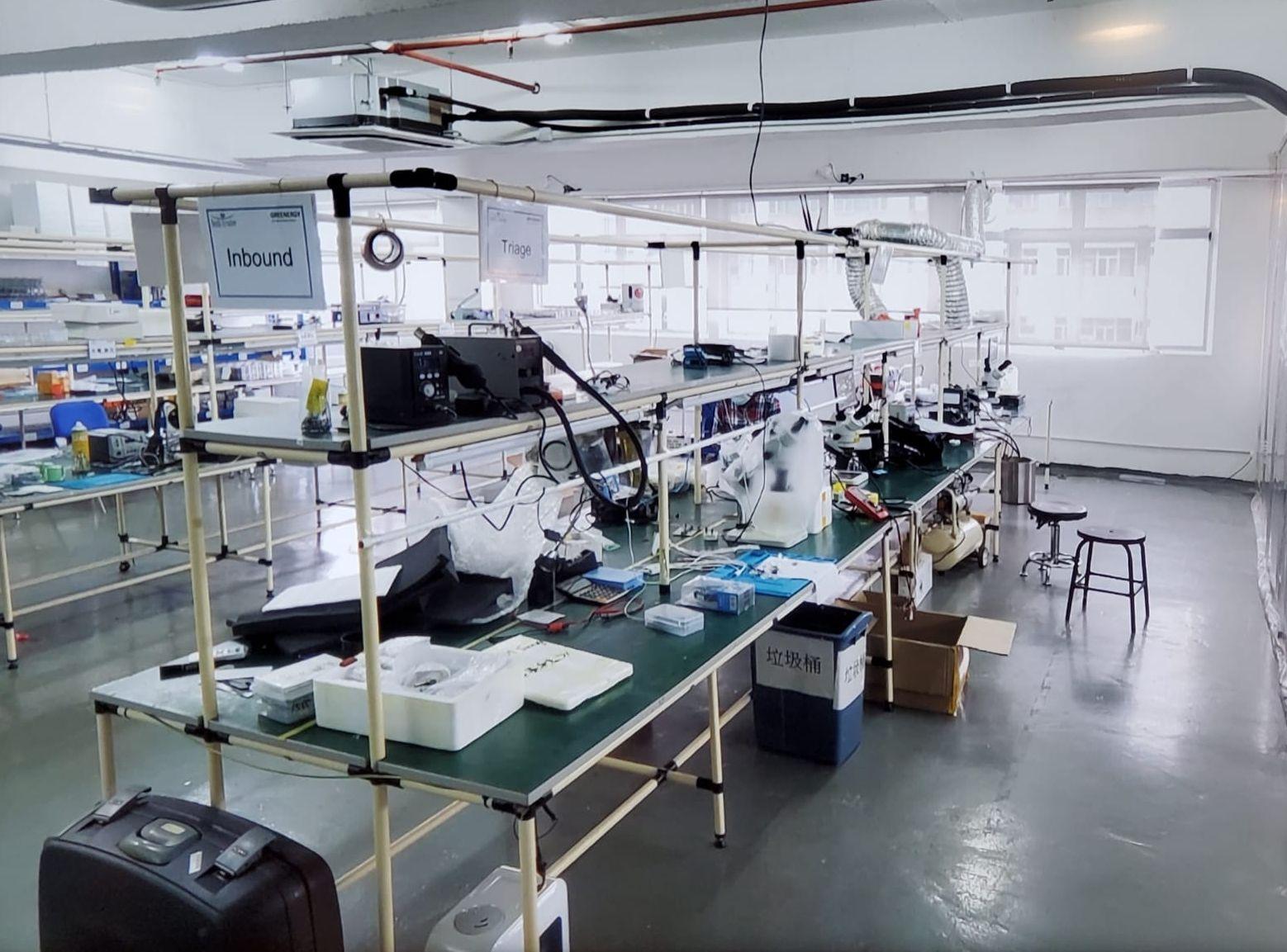海關搗破一個冒牌手提電話配件維修工場連倉庫。