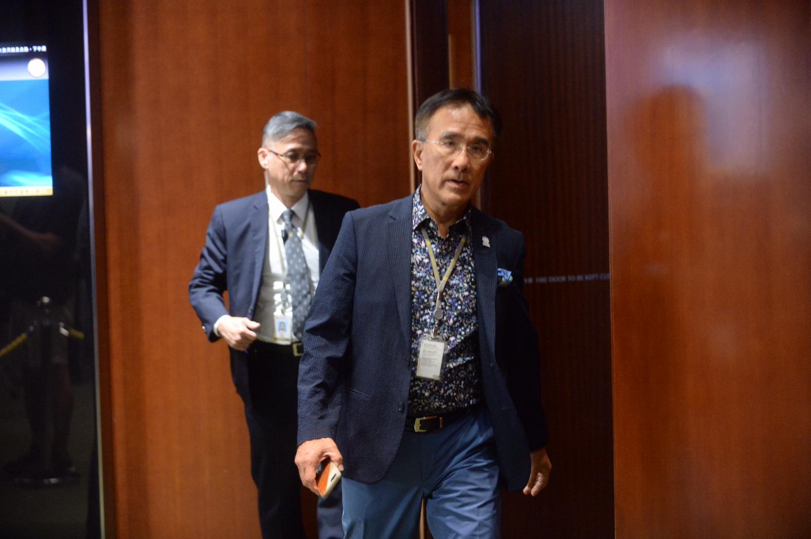 田北辰認為,所有具爭議性的議題都應暫緩,等10月復會再討論。