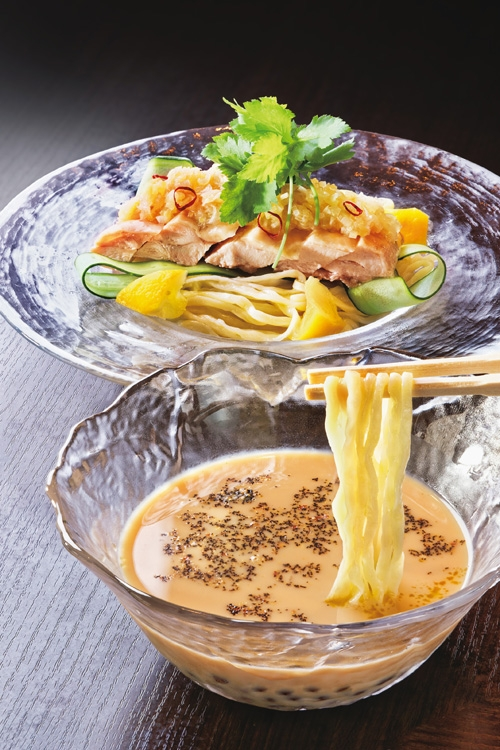 日本麵店「麵屋武藏」推出珍珠奶茶沾麵。网上图片