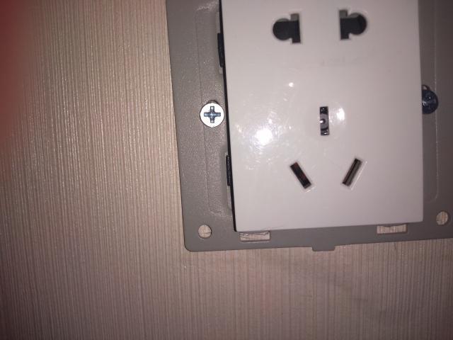 鄭州情侶揭發酒店客房插座藏鏡頭。網上圖片