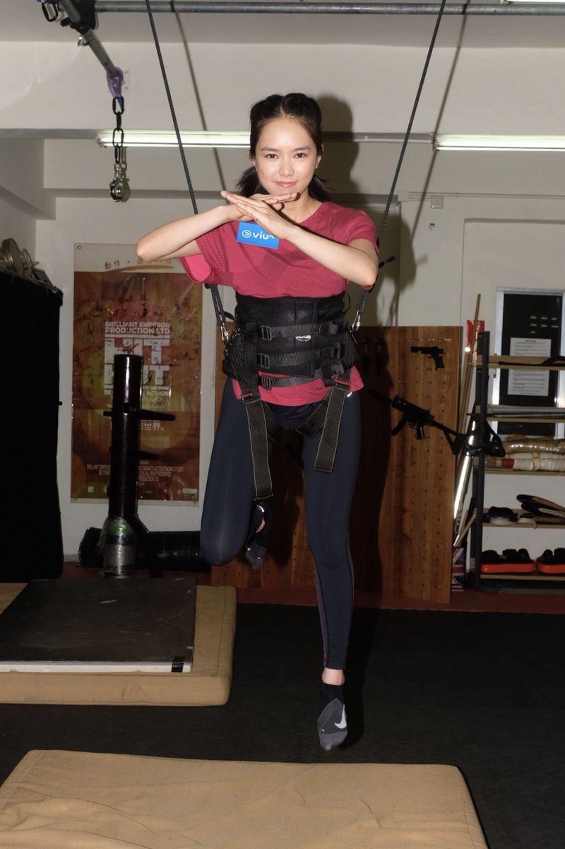 蘇麗珊練習吊威吔,獲楊盼盼姐讚有天分。