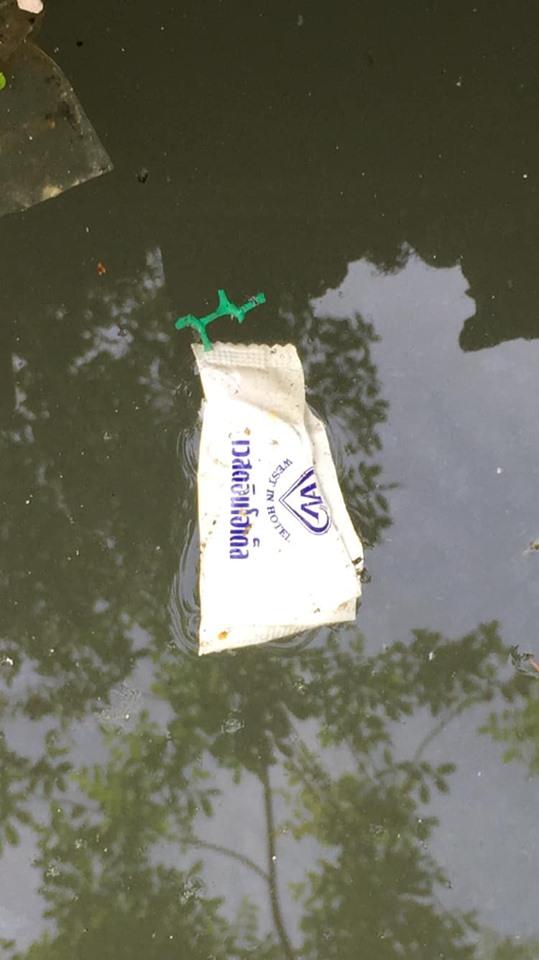 泰國曼谷有河流棄置逾百個用過安全套。網上圖片