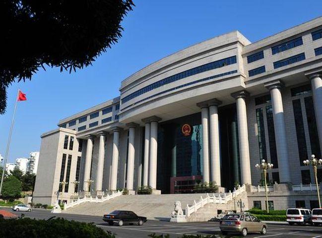 法院准予兩人離婚,並判何女賠償45萬元。南寧市人民法院網頁圖片