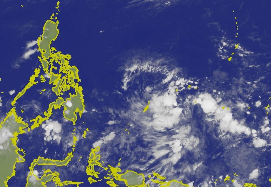 菲律賓東方海面有個低壓區。台灣中央氣象局
