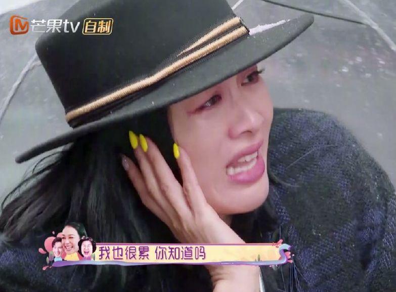 鍾麗緹亦哭著反擊:「我也很累你知道嗎?」。網圖