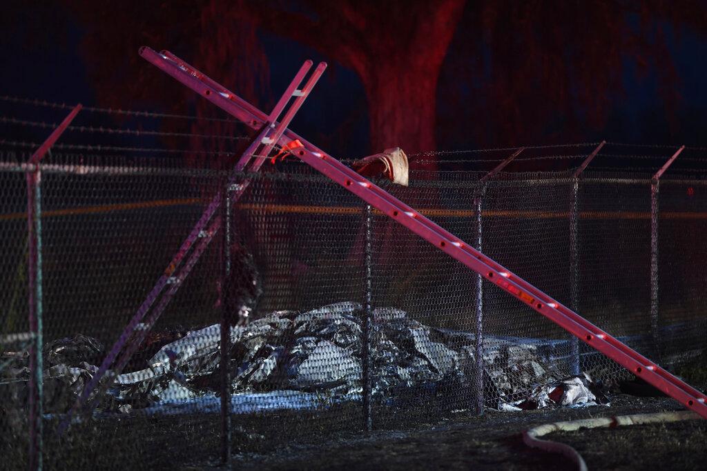 美国夏威夷一架双引擎飞机发生坠毁起火,机上9人全数罹难。 图片