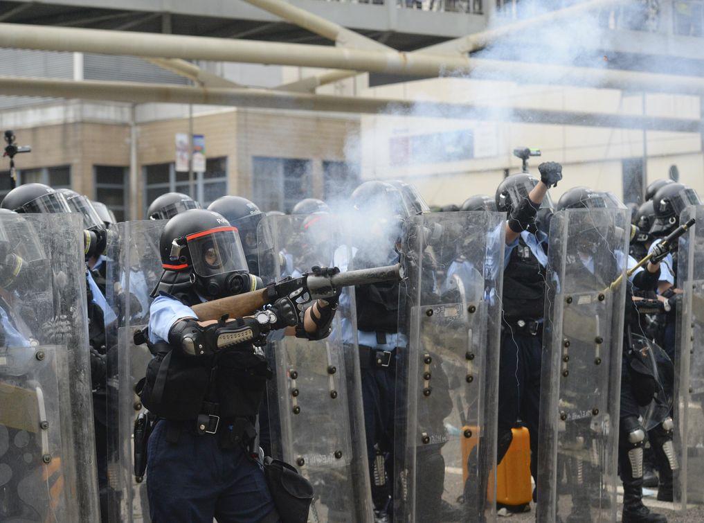 本月12日演變成大規模衝突,警方出動催淚彈、橡膠子彈、布袋彈驅散。資料圖片