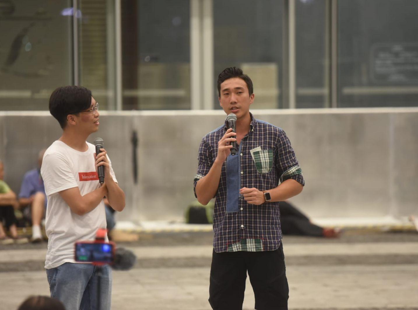 民陣於晚上在立法會示威區舉行「追究警察濫權集會」。