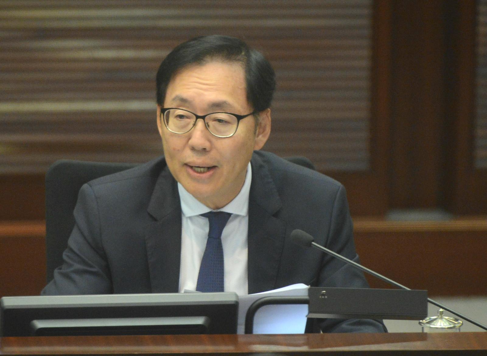 財委會主席陳健波籲棄政治歧見顧及民生。資料圖片