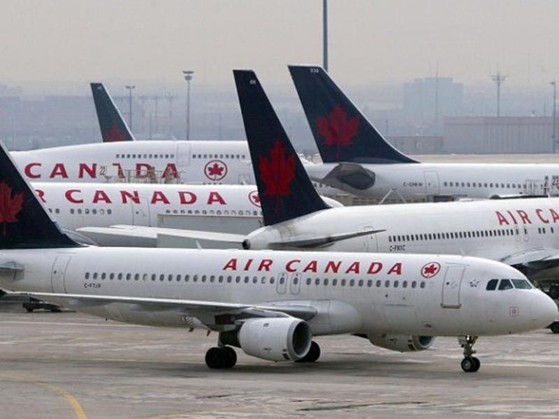 加拿大一名女子乘搭加航客機時睡過頭,飛機降落,乘客下機,空中服務員也沒叫醒她。  示意圖/AP圖片