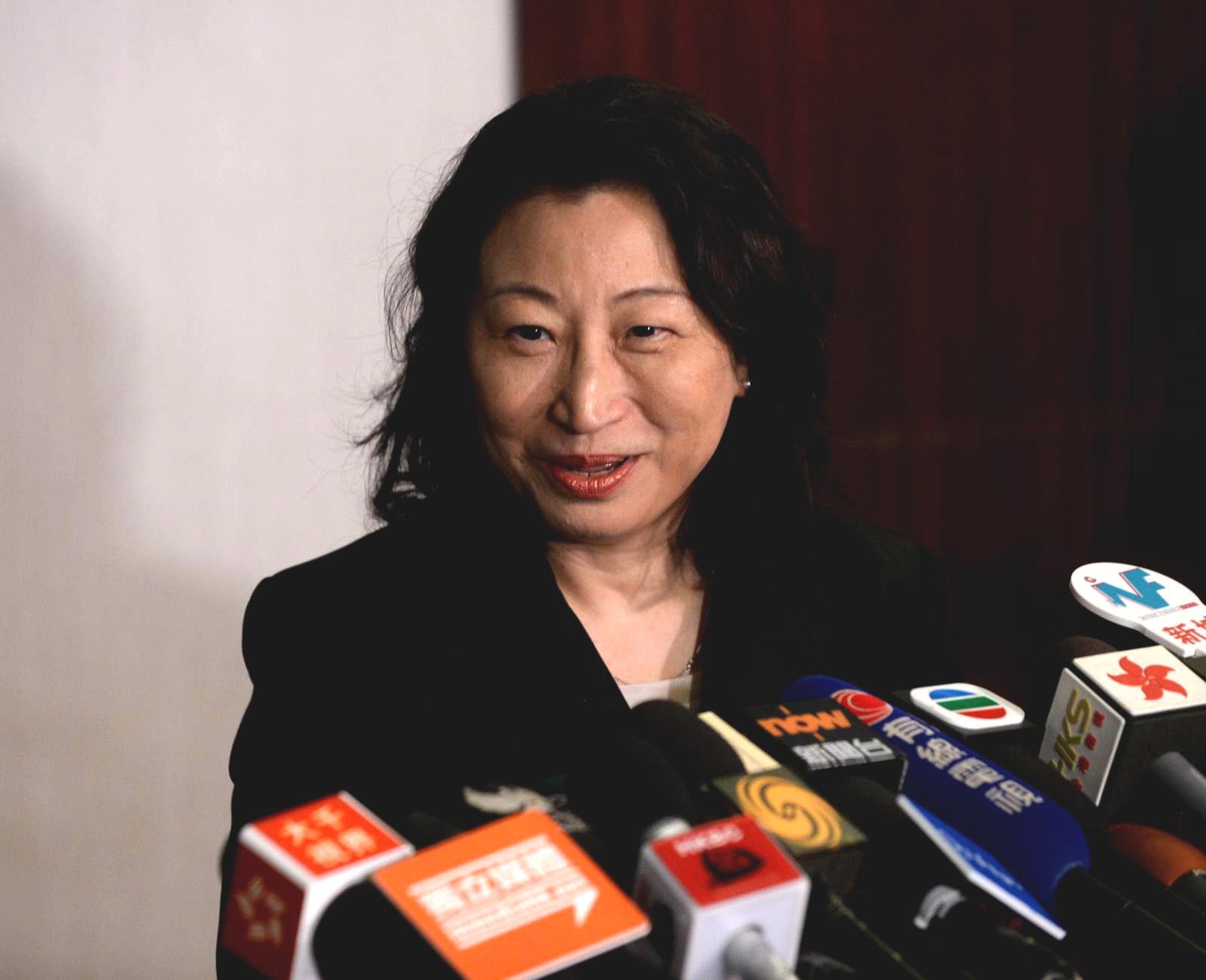 鄭若驊呼籲社會不應斟酌字眼。